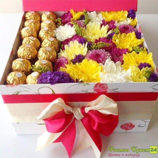 Цветы с макарони в коробке